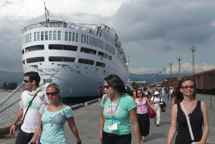 negative impacts of cruise ships