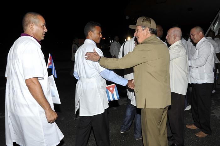 kubanische Ärzte nach Sierra Leone